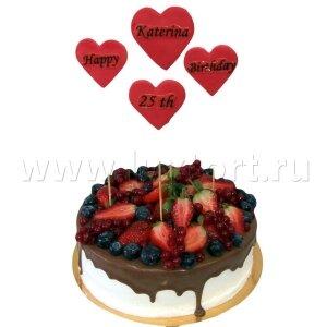 Торт с ягодами и сердечками