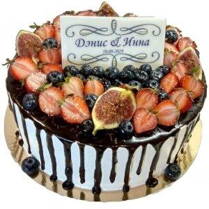 Торт с подтеками и свежими ягодами №3
