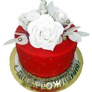 Торт красный с розами