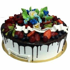 Ягодный торт с цветами